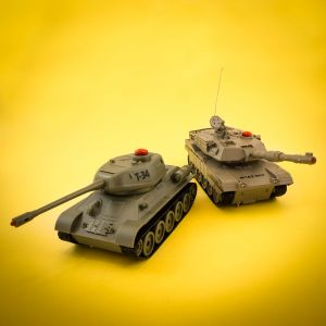 1:32 Battle Tanks
