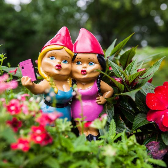 Selfie Sisters Gnome - Lifestyle