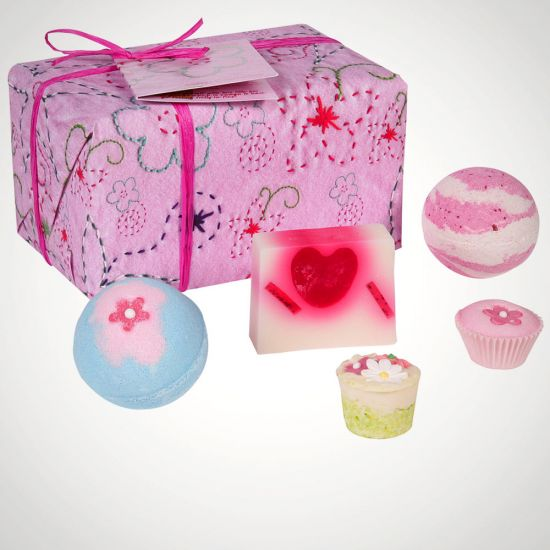 Bomb Cosmetics Pretty in Pink Bath Gift Set - Grey Background