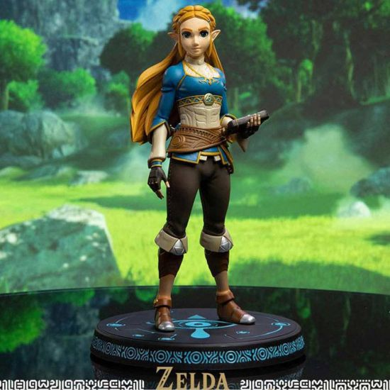 F4F The Legend of Zelda Breath of the Wild PVC Statue Zelda 25 cm on lifestyle background