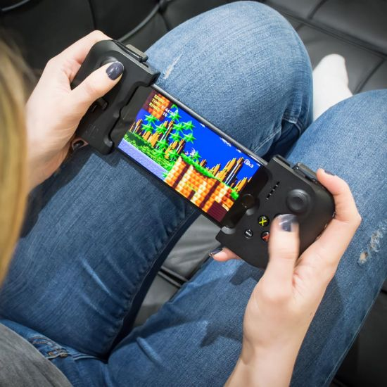 Gamevice for iPhone plays sonic