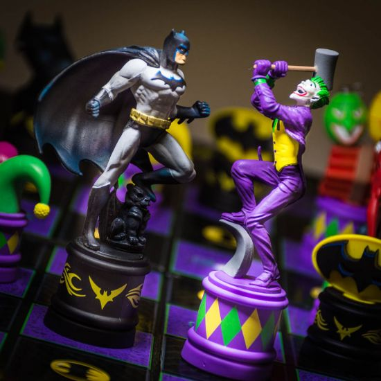Batman Knight vs Joker Chess Set 1