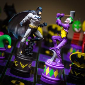 Batman: The Dark Knight vs Joker Chess Set